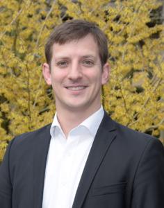 Heiner Niehaves, Auszubildender Steuerfachangestellter